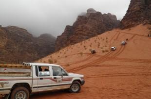 Wadi-Rum-Jeep-Pixabay3